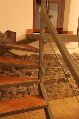 0006. schodiště s podestou, skleněné výplně zábradlí v interiéru