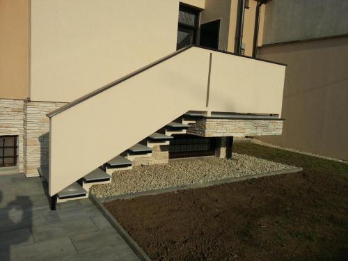 0013. OK schodů, plechové nášlapy RD Hustopeče (2)