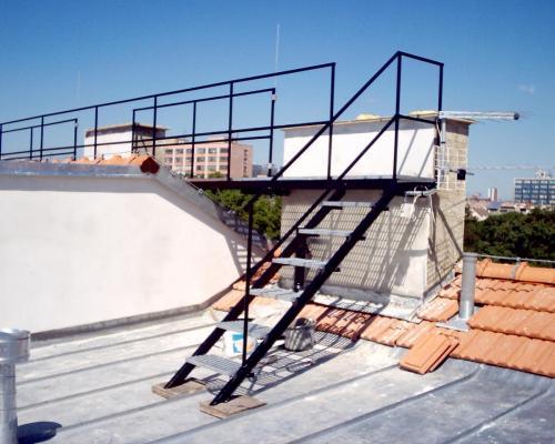 0019. schody a lávka pro kominíka, pororošt