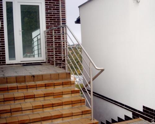 0025. nerezové venkovní zábradlí, RD Jiráskova čtvrť, Brno
