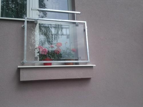 0058. zábradlí francouzkého okna, výplň sklo revitalizace BD Pohořelice