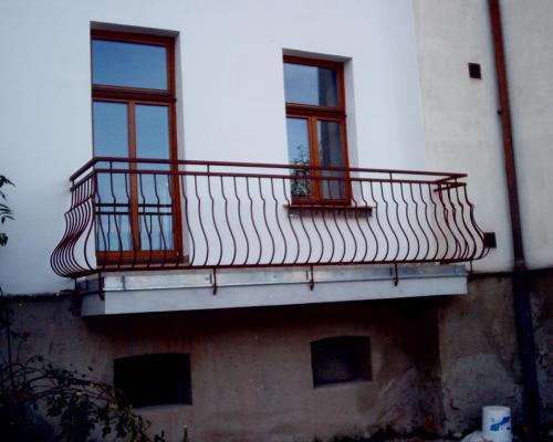 0062. zábradlí balkonu, kovářské prvky, činžovní dům, Brno