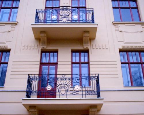 0066. replika  zábradlí balkonu, prvorepublikového domu, Brno Hlinky