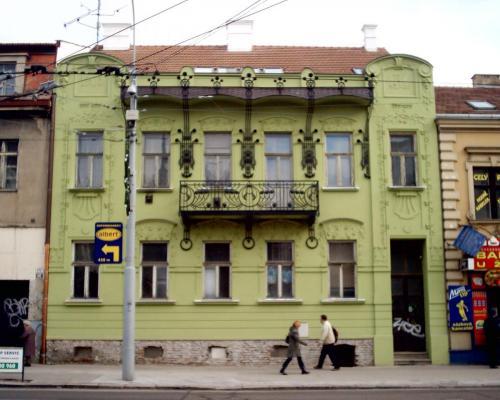 0070. repase zábradlí a okrasných prvků na domě z první republiky, Brno Královo Pole