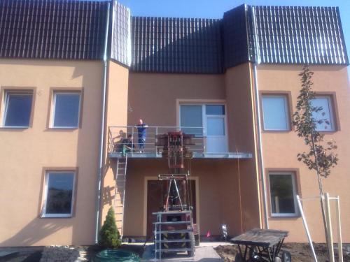 0082. ocelový balkon se zábradlím, RD Hustopeče